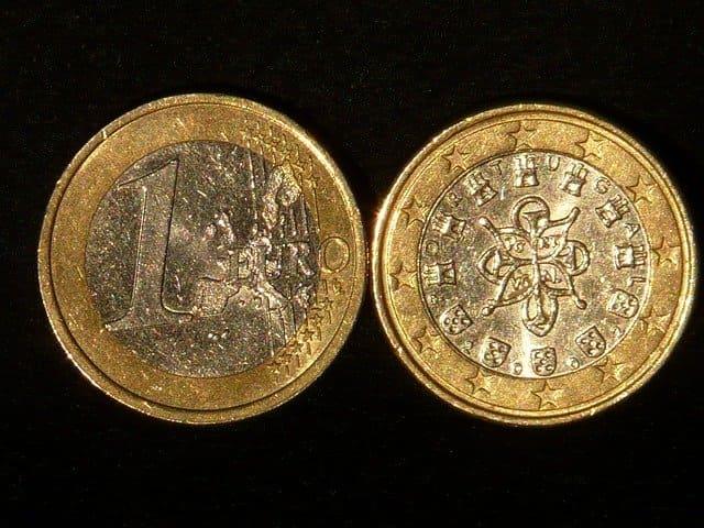 表と裏のコインの画像